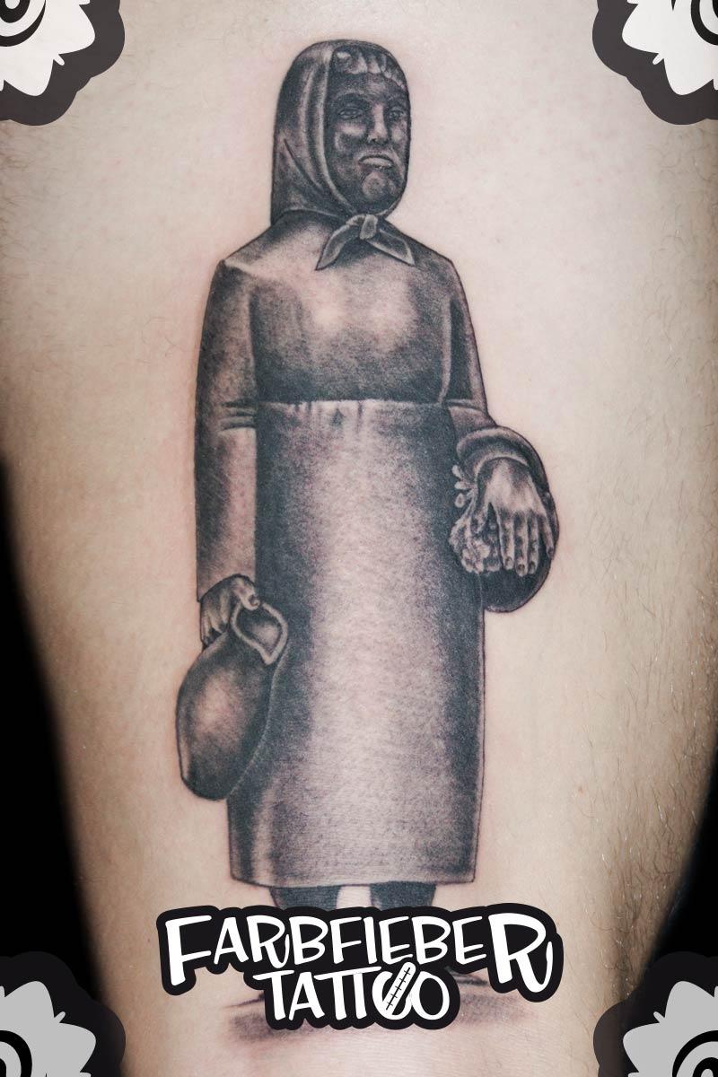 roland-farbfieber-tattoo-frau-rauscher-klappergass
