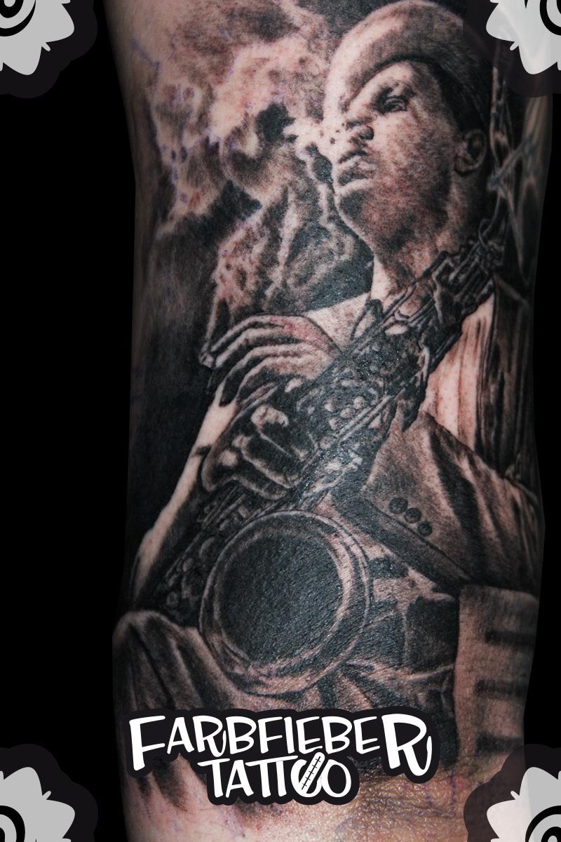 roland-farbfieber-tattoo-saxophon-spieler
